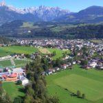 gainfeldwasserfall-blick-auf-bischofshofen-mit-skisprung-stadion